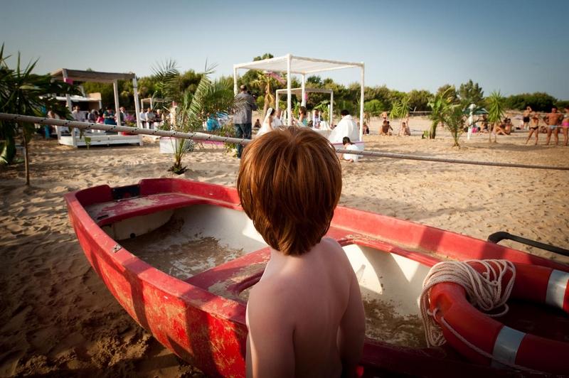 Matrimonio In Spiaggia Sicilia : Matrimonio svizzero sulla spiaggia in sicilia un soffio