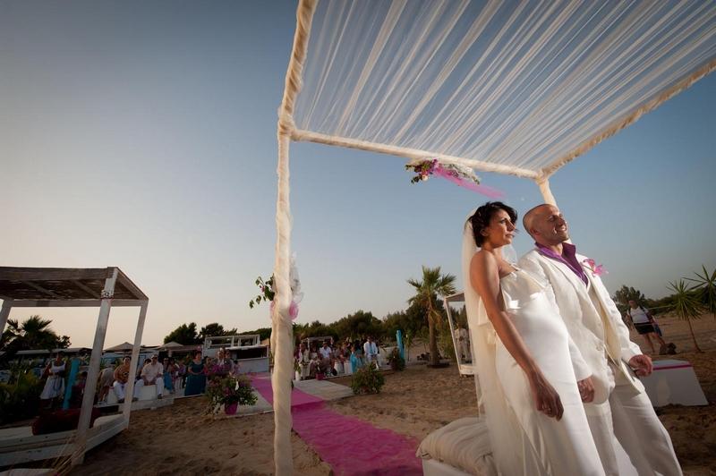 Matrimonio Spiaggia Ricevimento : Matrimonio svizzero sulla spiaggia in sicilia un soffio