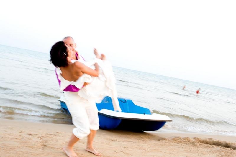 Matrimonio Spiaggia Catania : Matrimonio svizzero sulla spiaggia in sicilia un soffio