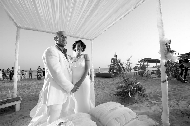 Matrimonio In Spiaggia Sicilia : Foto reportage matrimonio sulla spiaggia in sicilia