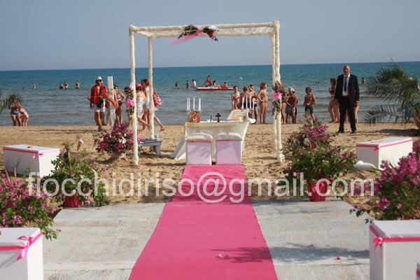 Matrimonio In Spiaggia Sicilia : Tamara e francesco sposi sulla spiaggia di sampieri