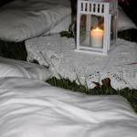 Pizzi e merletti con cuscino e lanterna