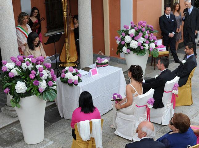 Allestimento floreale casa comunale for Addobbi piscina per matrimonio
